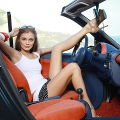 Girls-With-Car-9