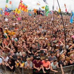 glastonbury-festival-concert-party-crowd-780x439